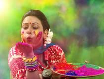 How to celebrate an Ayurvedic Holi?