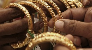 Follow these rules while wearing gold to attract wealth!