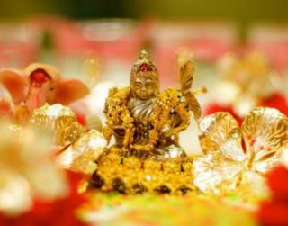 Lakshmi Puja on Diwali: Maa Lakshmi Mantra, Yantra, Aarti and Puja Vidhi