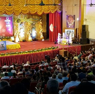 Swamiji addressing overflowing audience during Gita talks at Madurai