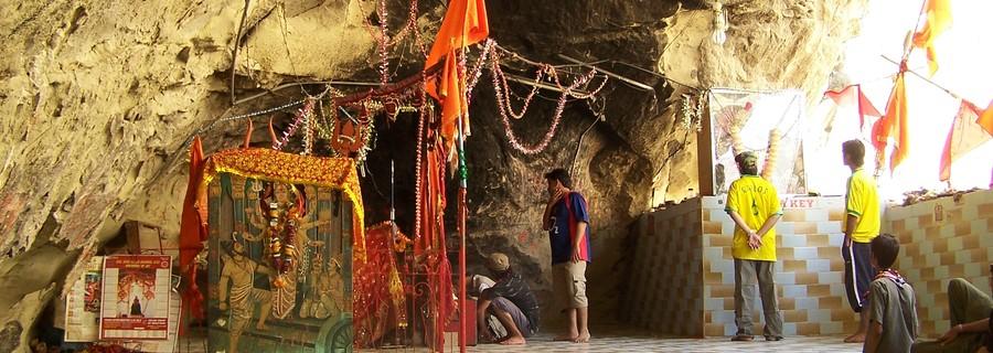 मुस्लिम राष्ट्र में हिंदू मंदिर